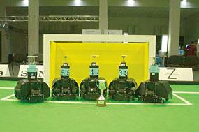 ロボカップ世界大会で優勝した自律サッカーロボット